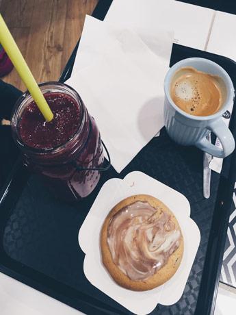 pendre un goûter au Café Moustache