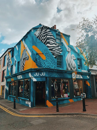 Street art sur un magasin de Brighton