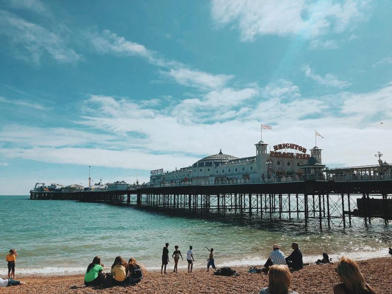 Brighton Palace Pier depuis la plage