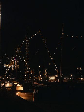 Bateau illuminé par le Light Festival