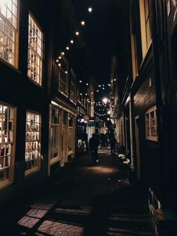 Les ruelles de nuit à Amsterdam
