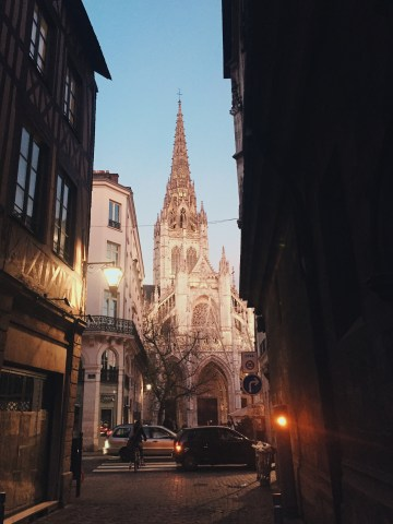 L'église Saint Maclou depuis la rue Saint Romain