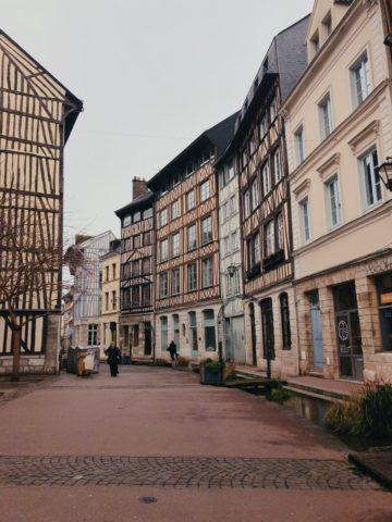 La rue eau de Robec à Rouen