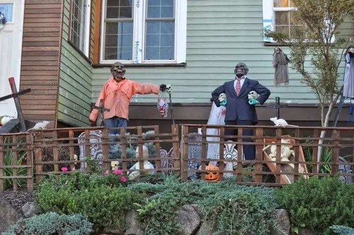 Wordless Wednesday – Halloween Decorations Around the Neighborhood