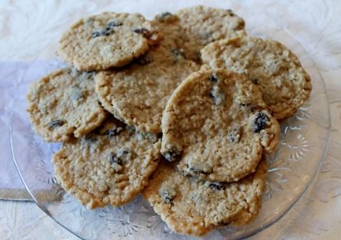 Oatmeal Raisin Cookies, Crispy and Chewy