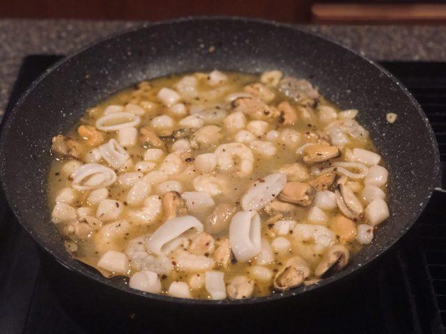 Frutti di mare, Seafood pasta in white wine sauce