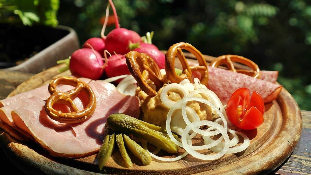 Brotzeit Teller, Wurst plate, Angemachter Camembert, Obatzta
