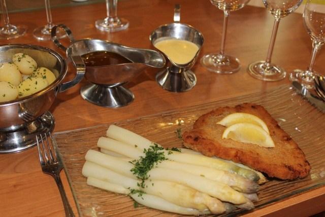 Schnitzel with white Asparagus, Weisser Spargel