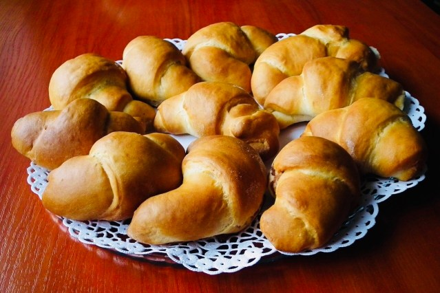 Yeast rolls or croissant