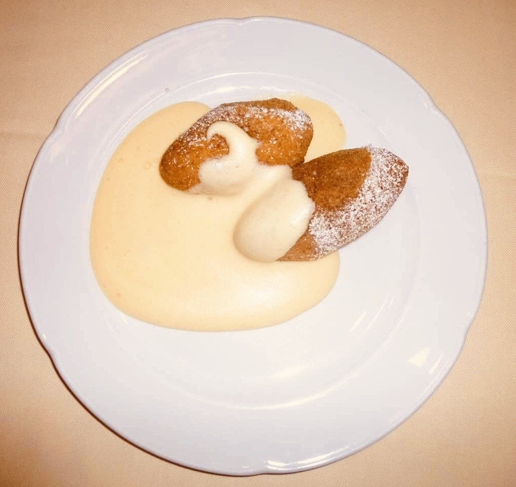 Kartauser Kloesse mit Weinsosse, a Franconian sweet dish