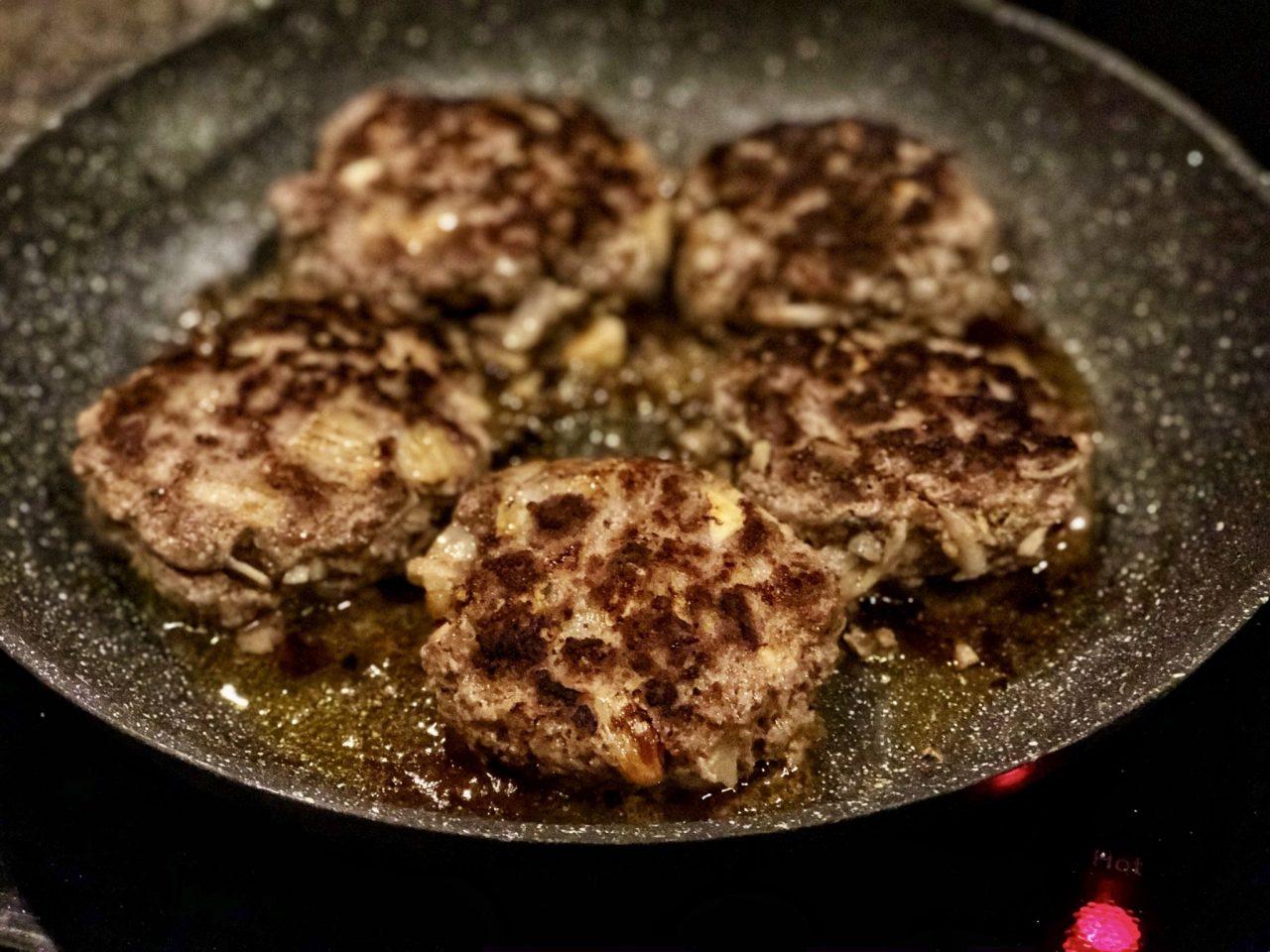 German meat patties, Frikadellen, Fleischpflanzerl