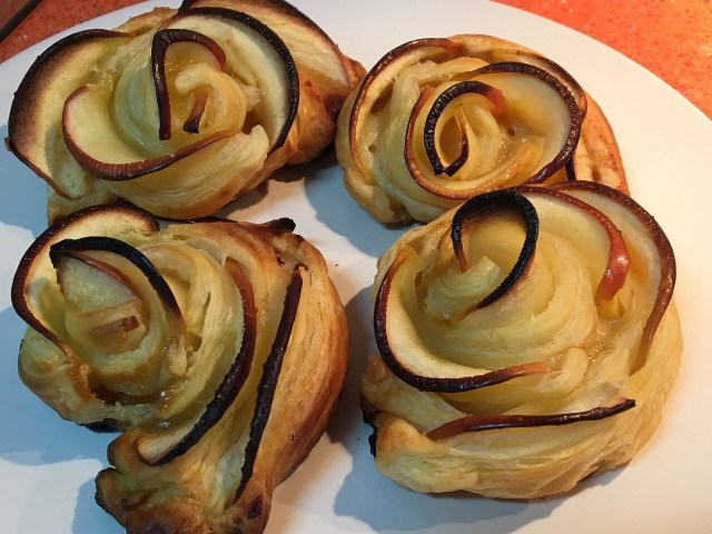 Puff pastry roses ready to eat