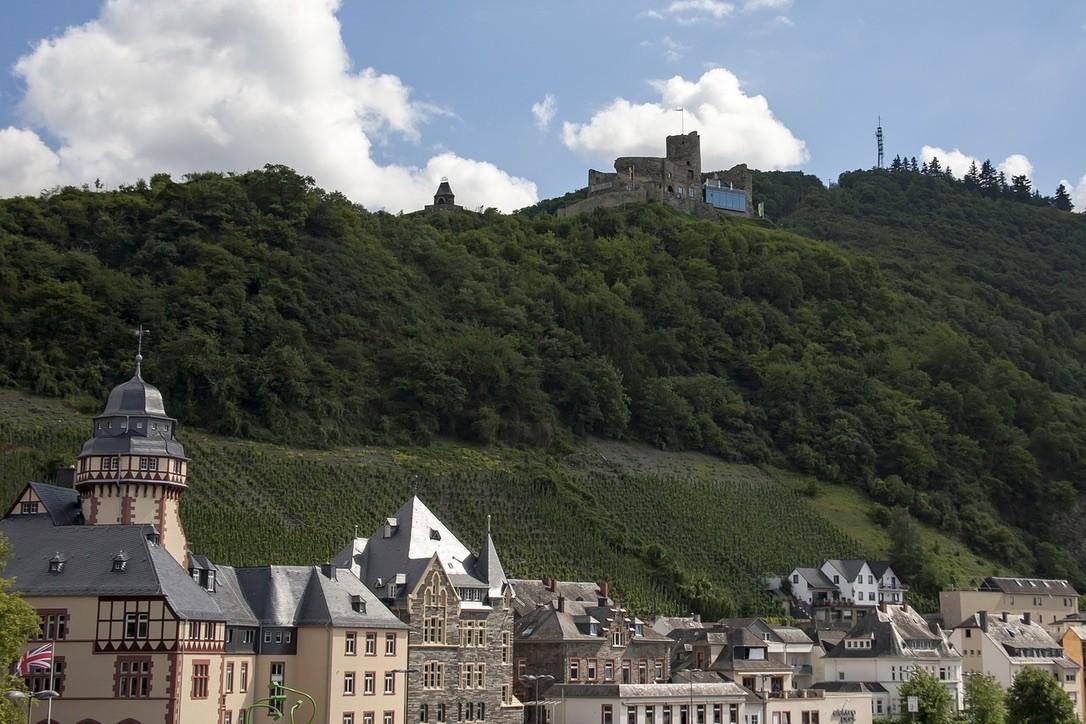 Bernkastel-Kues, Rhineland, Burg Landshut