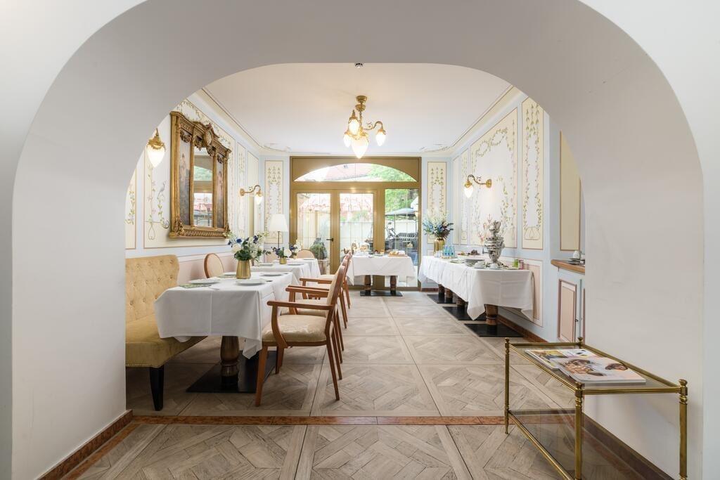 Hotel du Train Hotel breakfast room, Munich