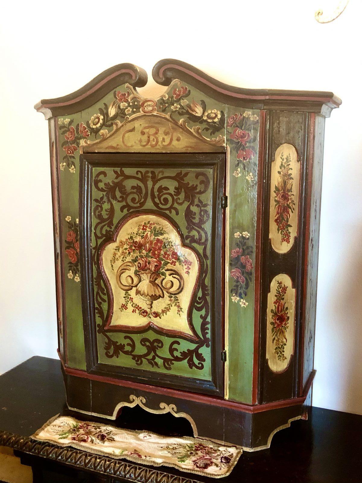 Bauernmoebel, painted folkart furniture