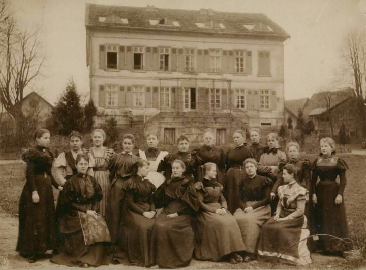 Reifensteiner Schule Ofleiden, 1898 Wikimedia