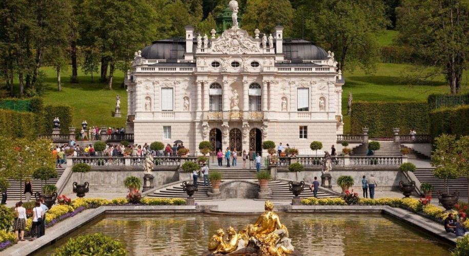 Linderhof castle with Gardens