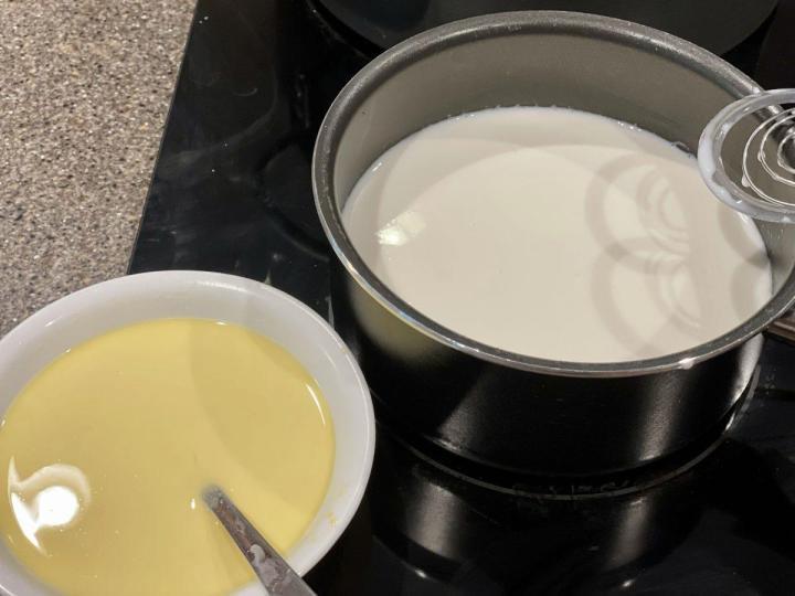 Preparing Vanilla Sauce