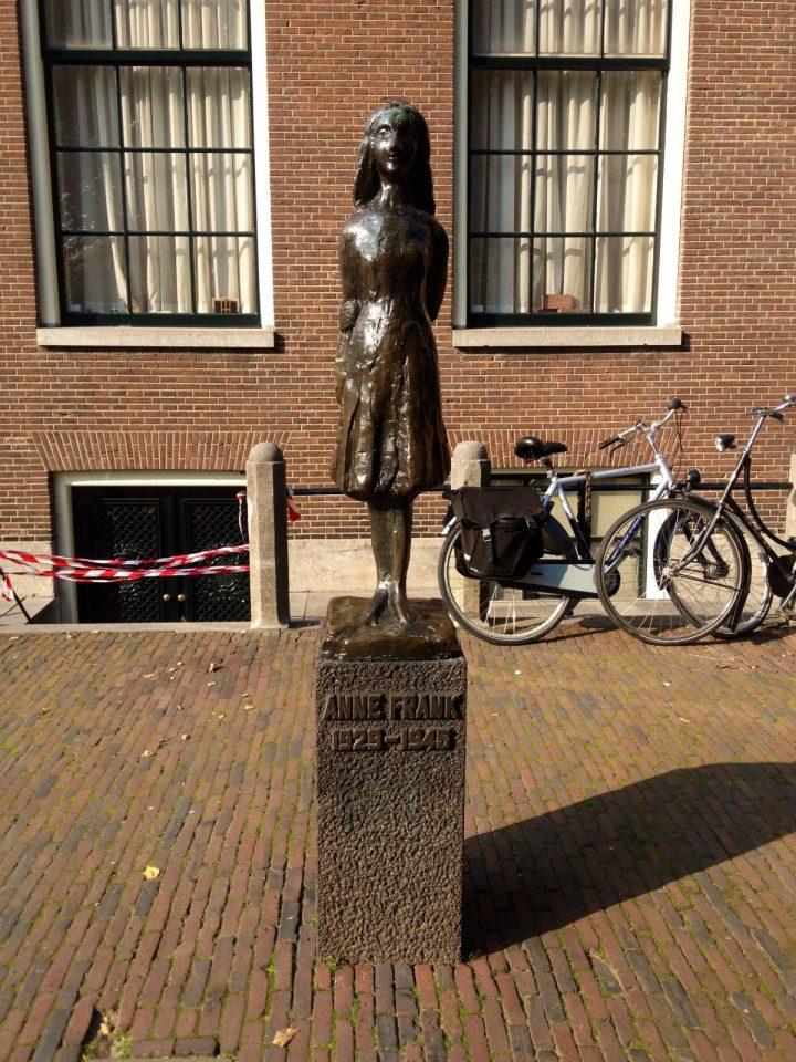 Anne Frank Haus, Statue, Amsterdam