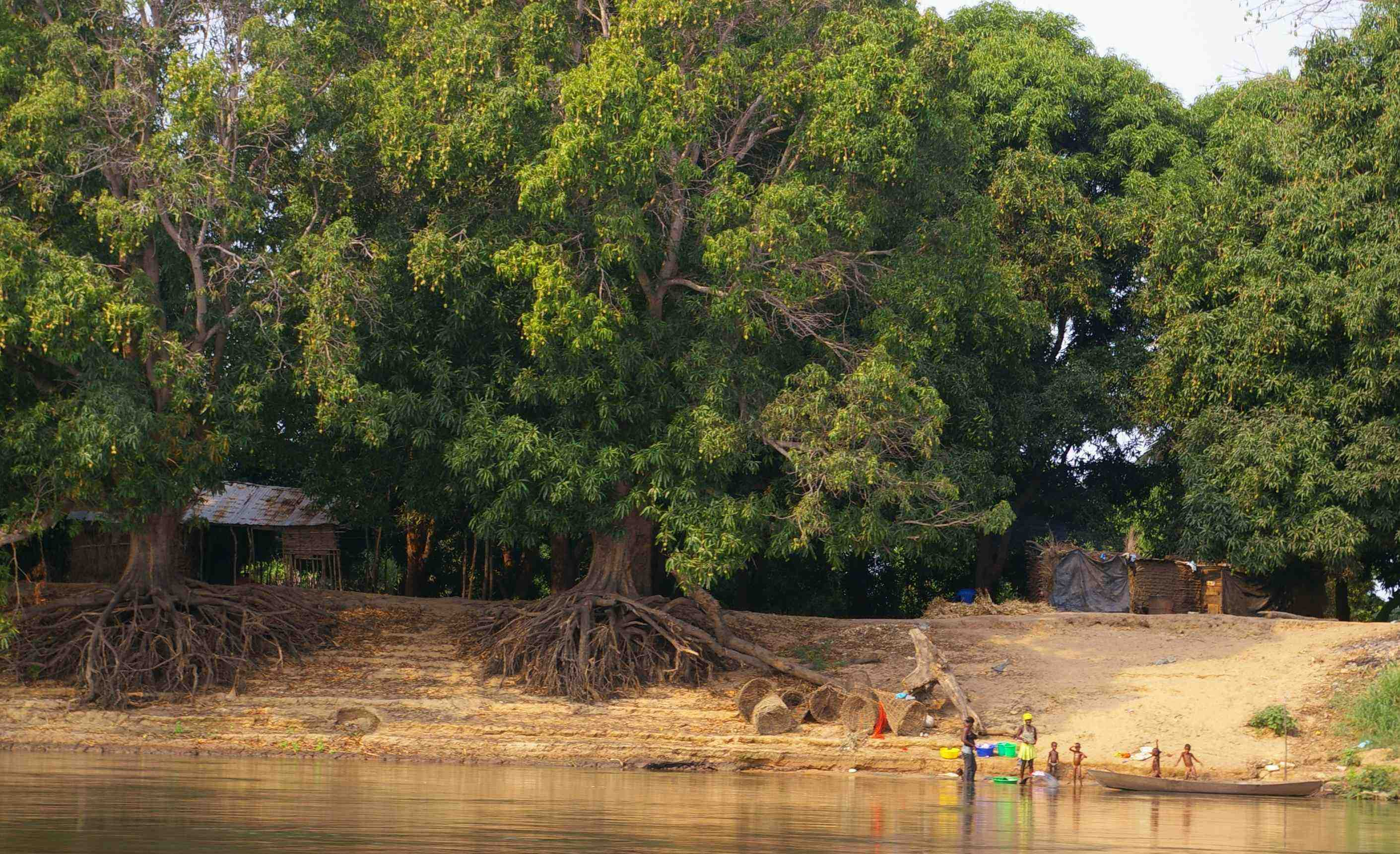 A small fishing village on the banks of the Kwanza River.