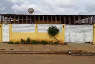 Vendo casa no  Zango 3  Rua da Dira