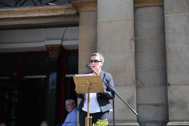 Jeanette Findlay, Chair of An Coiste Cuimhneacháin An Gorta Mór, speaking at the unveiling event