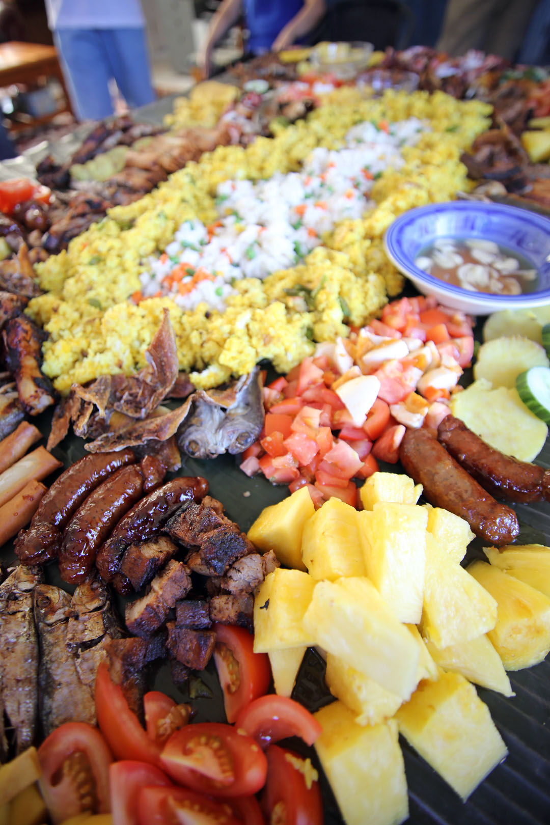 What is a Boodle Fight? - Ang Sarap