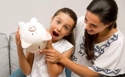 Kinder sind von Geld und den Symbolen, die damit zusammenhängen, fasziniert. Auch Erwachsene sollten sich diese Faszination möglichst erhalten.