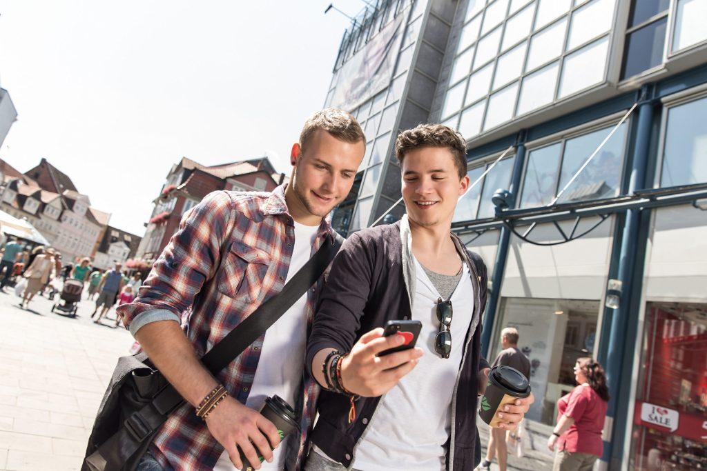 Kostenfalle Smartphone: Wer nicht volljährig ist, darf ohne Zustimmung der Eltern keine Verträge abschließen - Taschengeld-Paragraph