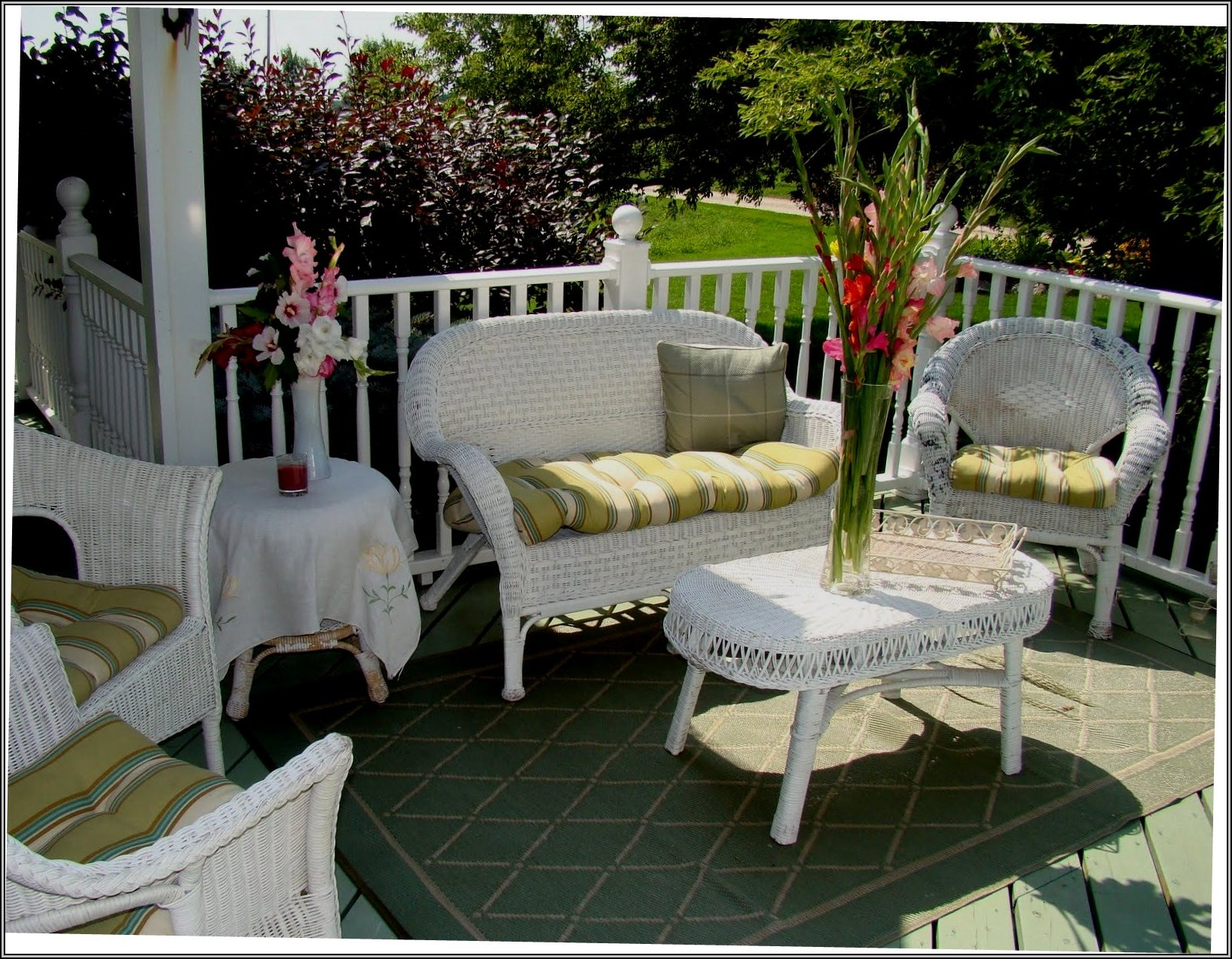 White Wicker Furniture Used