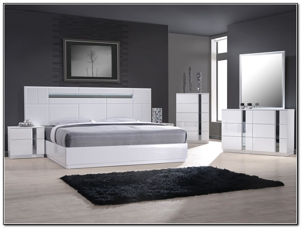 Modern Platform Bed With Headboard
