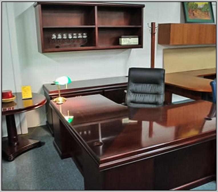 Sauder Corner Desk And Hutch In Antiqued Black