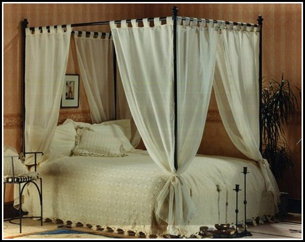 Bedding With Matching Curtains And Wallpaper