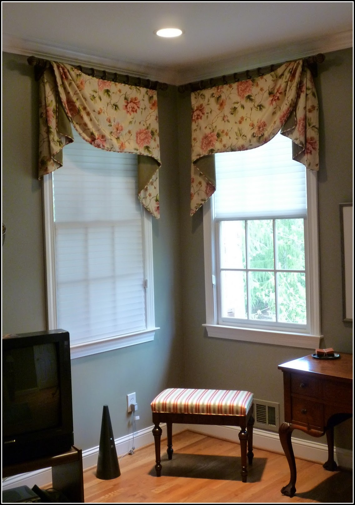 How To Do Curtains For Corner Windows