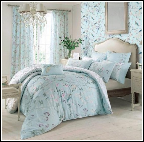 Bedding Ensembles With Matching Curtains