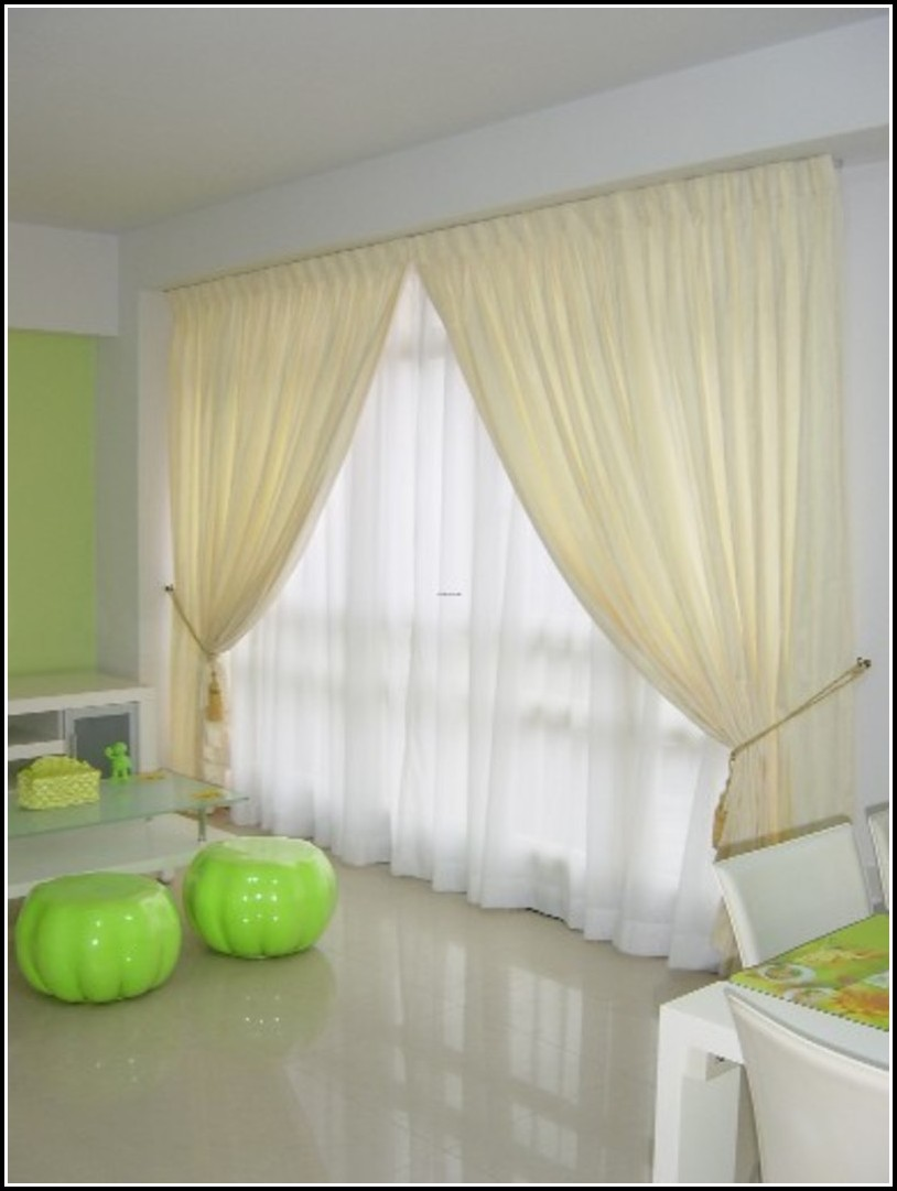 Contemporary Living Room Curtain Interior Design