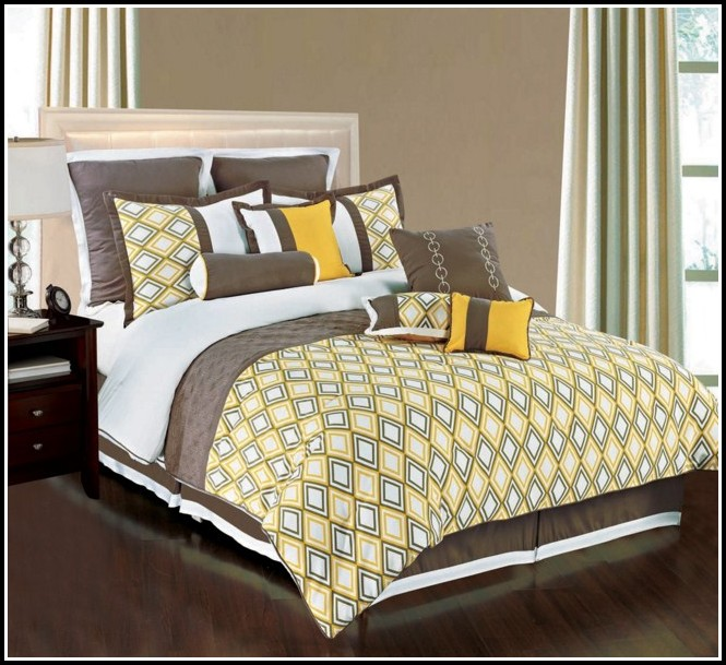 Queen Size Bed In A Bag With Matching Curtains