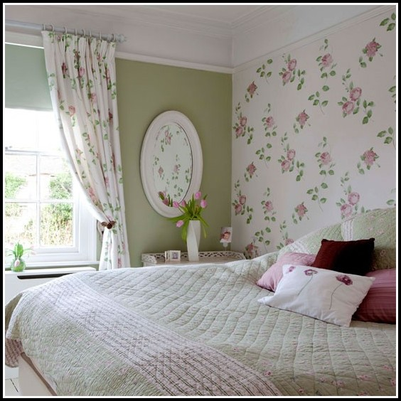 Twin Bedspread And Matching Curtains