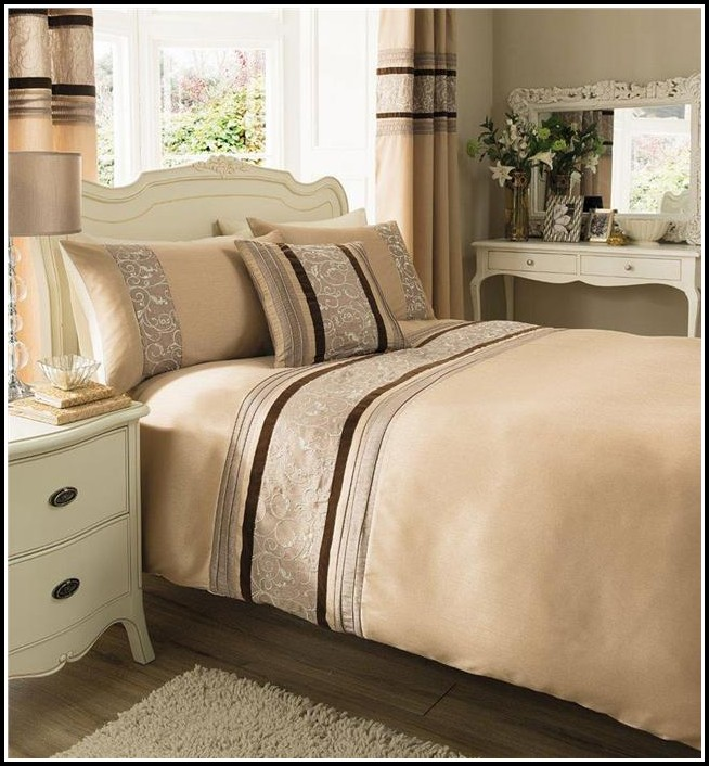 Curtain And Bedspread Sets