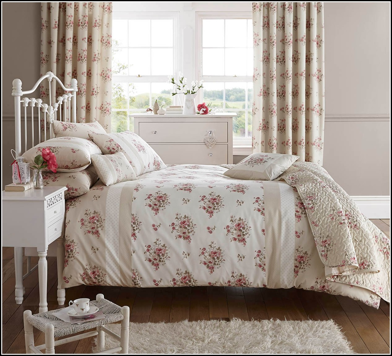 Curtain And Quilt Sets