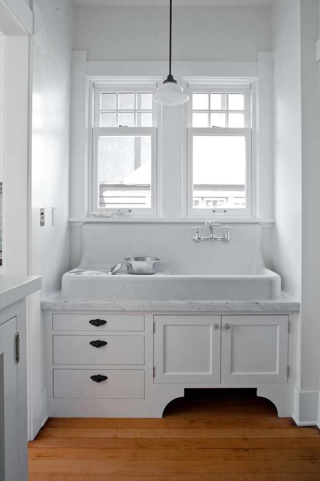 Vintage Farmhouse Sink with Backsplash