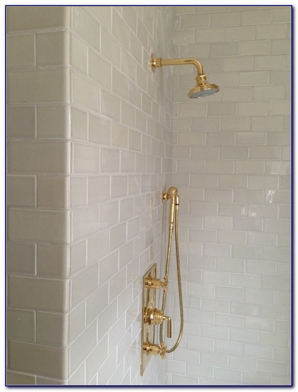 Light Grey Subway Tile With Dark Grout