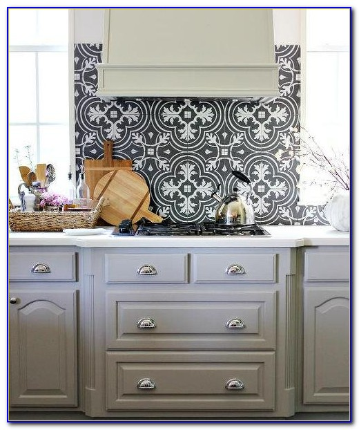 White Gray Marble Mosaic Tile Backsplash