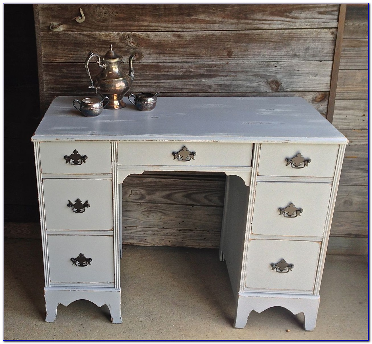 Desk With Lots Of Drawers