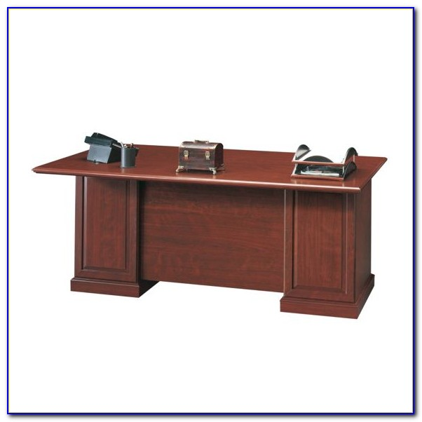 Heritage Hill 60 Executive Desk