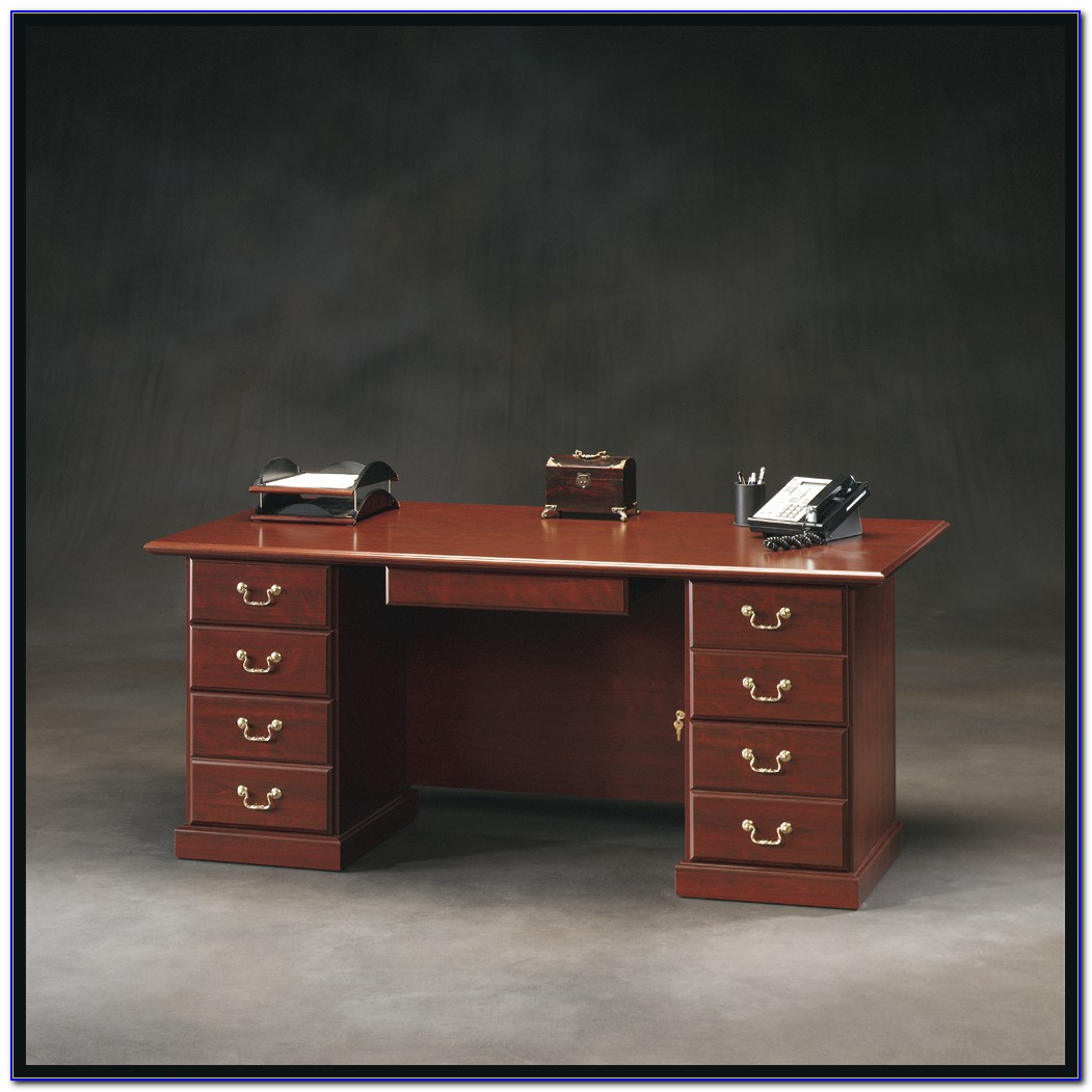Heritage Hill 65 Executive Desk