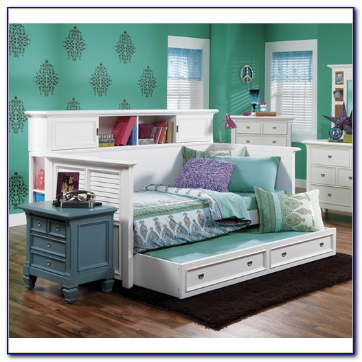 White Daybed With Bookcase