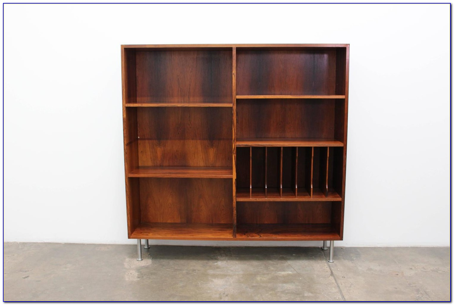 Bookcase With Cabriole Legs