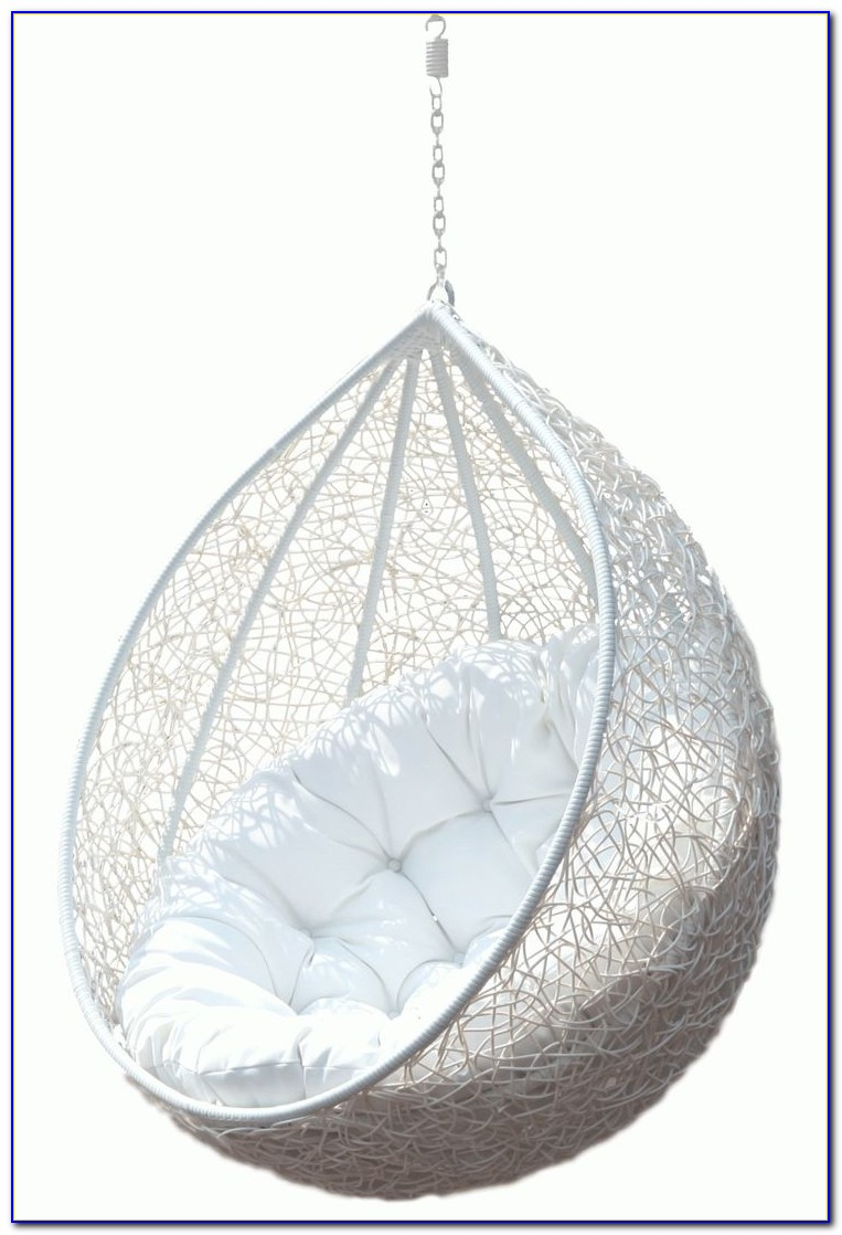 Egg Chairs That Hang From The Ceiling
