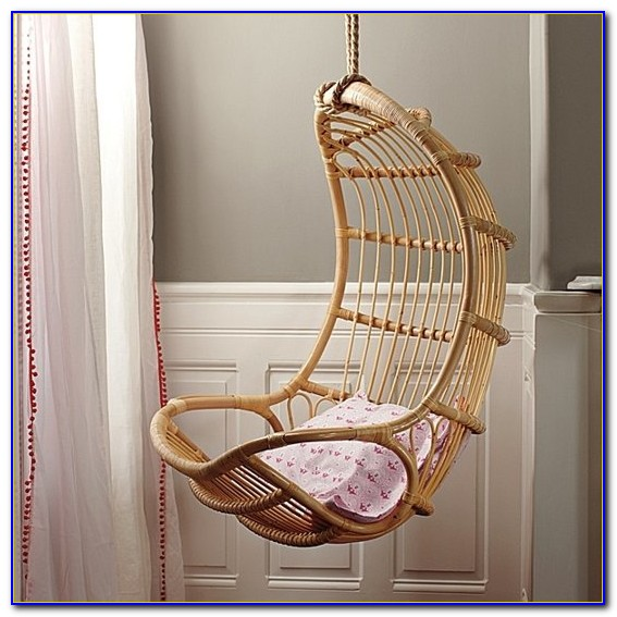 Egg Chair That Hangs From The Ceiling